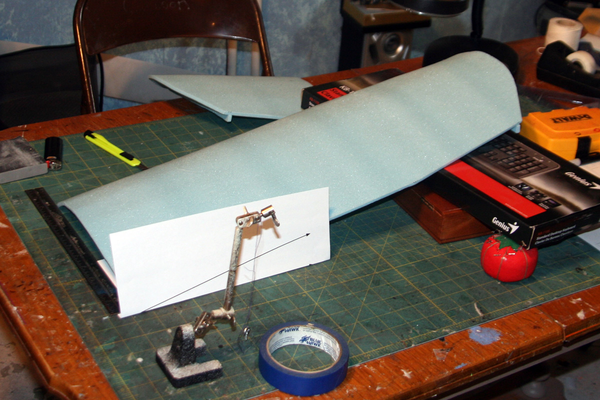 measuring the angle to cut the wing's dihedral (20° per wing)